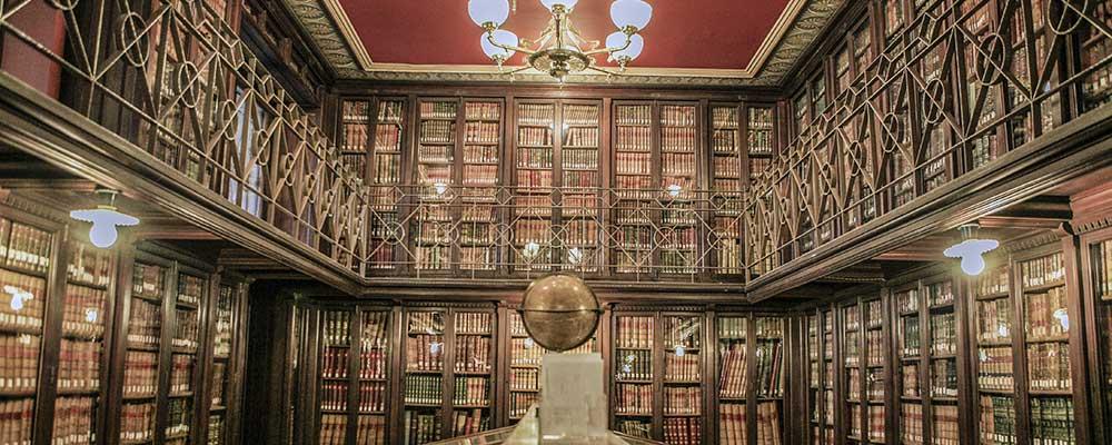 Louis Cattiaux en la Biblioteca y la Colección La Puerta.